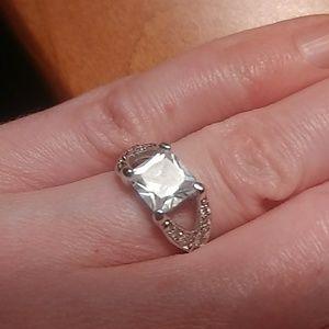 Lia Sophia Frost ring size 5 sparkle ❇